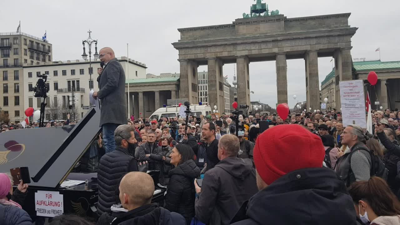 DE: MdB Hansjörg Müller Spontanrede 18.11.2020 Großkundgebung Infektionsschutzgesetz Berlin