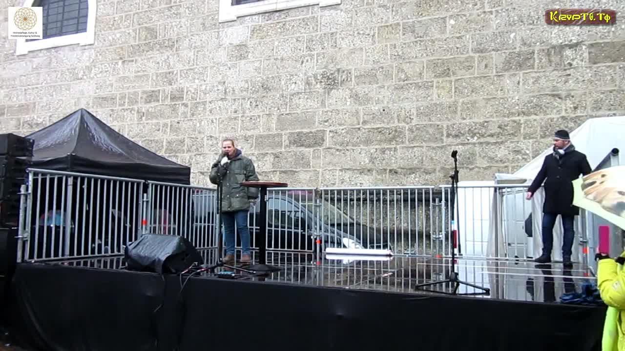 Dr. Konstantina Rösch auf der Grossdemonstration in Salzburg am 13.12.2020